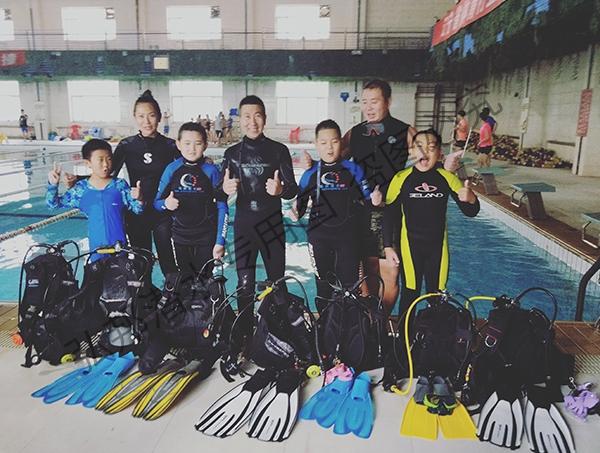 青少年潜水员培训