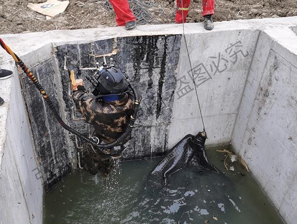 盘锦某处进行管道封堵和闸门修理